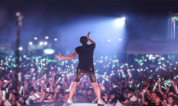 Read more about the article การที่เราไปดูคอนเสิร์ต ดีกว่าการดูผ่านทางอินเตอร์เน็ตอย่างไร